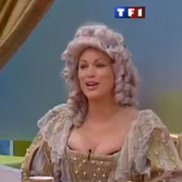 Secret Story 4 : Anne Krystel et sa perruque Louis XIV
