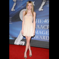 Photo : Dakota Fanning en sublime robe nude