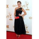 Kaley Cuoco en Romona Keveza aux Emmy Awards