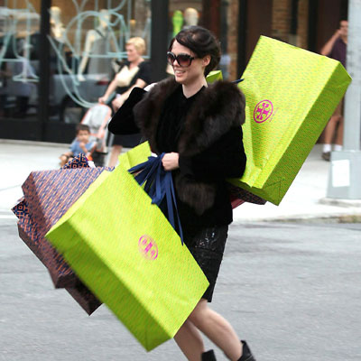 Coco Rocha sortant d'un shopping chez Tory Burch