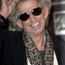 Keith Richards met un coup de boule à un journaliste