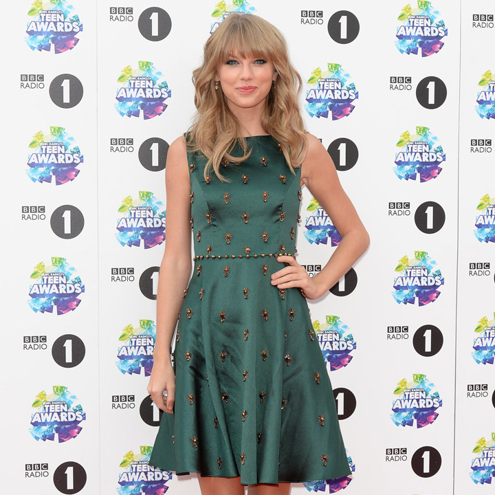Taylor Swift dans une robe Jenny Packham aux Radio 1 Teen Awards Londres 3 novembre 2013