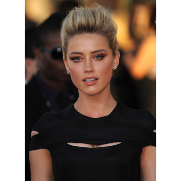 Amber Heard chignon à coque smoky eye sag awards janvier 2012