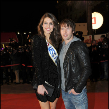 Laury Thilleman et James Blunt sur le tapis rouge des NRJ Music Awards