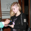 Alerte coiffure : Avril Lavigne exhibe son crne ras