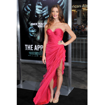 Ashley Greene en Donna Karan