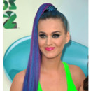 Katy Perry coloration bleu mèches violettes Kids Choice Awards mars 2012