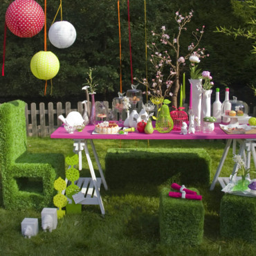 Un salon de jardin en gazon ! par Coming B.