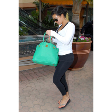 Kim Kardashian et son it bag vert