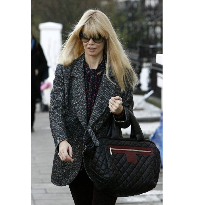 claudia schiffer a d j adopt le sac cocoon chanel mode. Black Bedroom Furniture Sets. Home Design Ideas