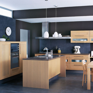 catalogue cuisine d couvrez les nouveaut s 2011 chez cuisinella cuisine wooden en ch ne. Black Bedroom Furniture Sets. Home Design Ideas