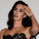 Megan Fox en mini robe en dentelle