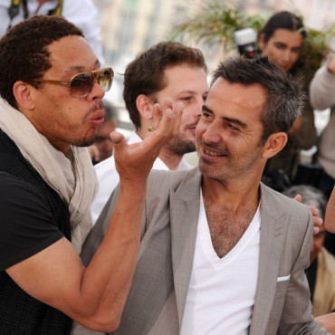 Bisous Joey Starr pendant le Photocall Polisse