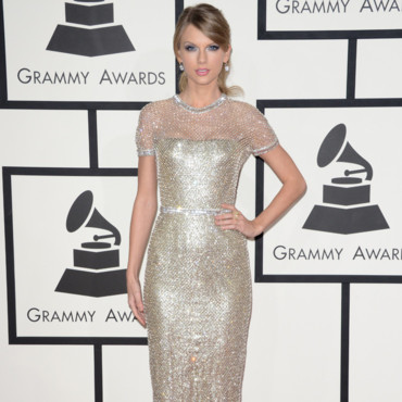 Taylos Swift en robe lamé or aux Grammy Awards 2014 le 26 janvier