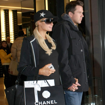 Paris Hilton shoppe chez Chanel