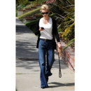 January Jones et son jeans flare