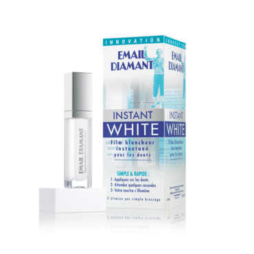 Dents blanches avec Instant White
