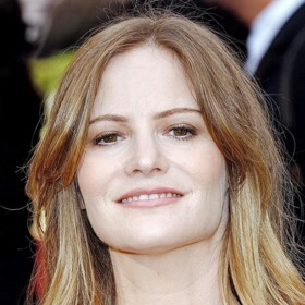 people : Jennifer Jason Leigh