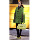 Leighton Meester portant une cape