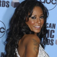 Photo : Melanie Brown, fan de tatouages !