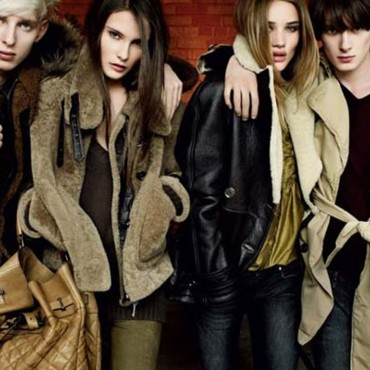 Campagne Burberry automne hiver 2010-2011 avec Rosie Huntington
