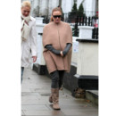 Stella McCartney portant une cape