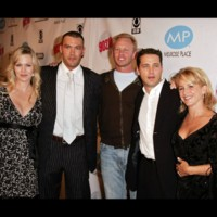 Photo : Beverly Hills : Jennie Garth, Jason Priestley, Tori Spelling, Brian Austin Green, Ian Ziering et Gabrielle Carteris