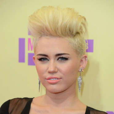 Miley Cyrus look punk aux MTV Video Music Awards 2012