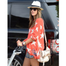 Alessandra Ambrosio et son sac ivoire Mulberry