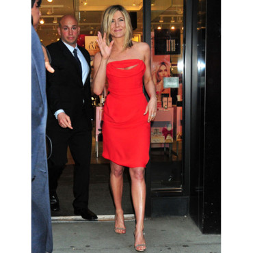 "Jennifer Aniston A LA SORTIE DE SEPHORA A NEW YORK POUR LA PROMOTION DE SON PARFUM ""LOLAVIE"""