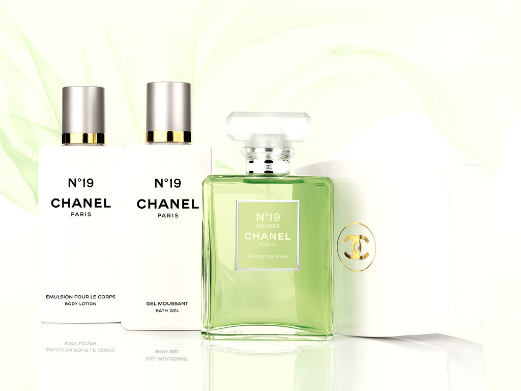 histoires d 39 eaux d 39 t chanel n 19 poudr 80 euros les 50 ml beaut. Black Bedroom Furniture Sets. Home Design Ideas