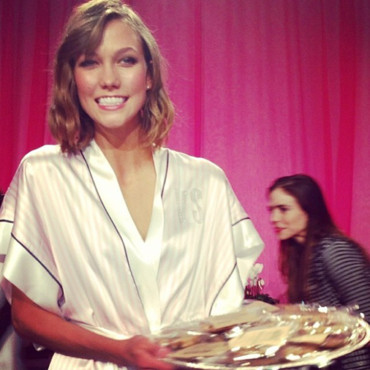 Karlie Kloss en backstage du défilé Victoria's Secret 2013 le 13 novembre 2013 à New York