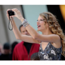 Taylor Swift prend ses fans en photo au NBC Today Show septembre 2010