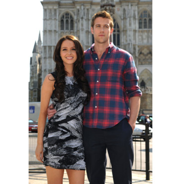 Camilla Luddington and Nico Evers-Swindell en Kate Middleton et Prince William pour Kate et William le film