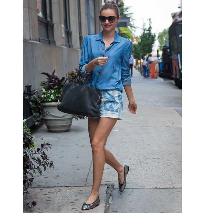 Miranda Kerr surfe sur la tendance du total look denim