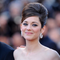 Marion Cotillard sur les marches du Festival de Cannes 2013 pour le film &quot;Blood Ties&quot;
