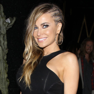 carmen electra et ses tresses africaines los angeles beaut. Black Bedroom Furniture Sets. Home Design Ideas