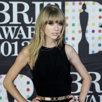 Brit Awards 2013 : les plus beaux looks sur le Red Carpet