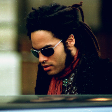 Lenny Kravitz en 1992, les dreads attachés