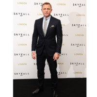 ABACA_339336_003-james_bond