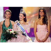Laury Thilleman, Sylvie Tellier... Les robes de la soire Miss France 2012
