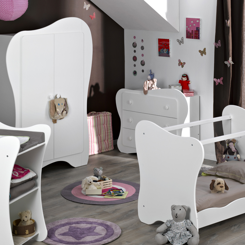 mobilier chambre de bebe avec des id es. Black Bedroom Furniture Sets. Home Design Ideas