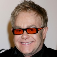 Photo : Elton John, une superstar qui aime le orange !