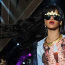 Rihanna frange cheveux longs look grunge jungle Radio 1 Hackney Weekend Londres juin 2012