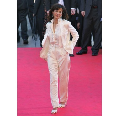 star style elles portent toutes le smoking blanc sophie marceau cannes mode. Black Bedroom Furniture Sets. Home Design Ideas