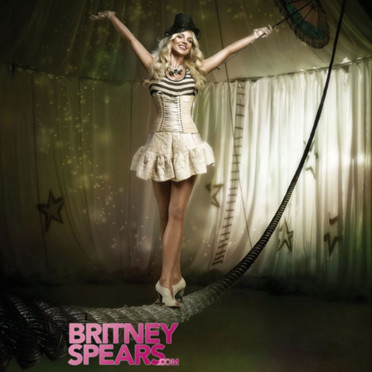 News People - Page 9 Britney-spears-circus-2699514aliva_1350