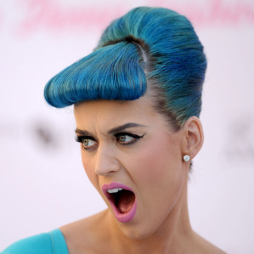 Katy Perry look 50&#039;s prsentation de ses faux cils eyelure