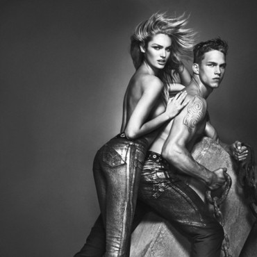 Candice Swanepoel pour versace