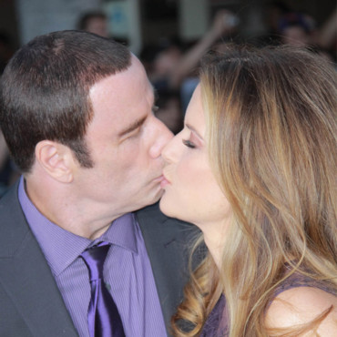 John Travolta et Kelly Preston le 25 juin le bisou