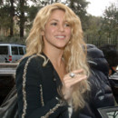 Shakira sort de son salon de coiffure